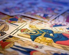 Как выбрать свою колоду карт Таро