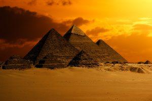 """Гадание на рунах на ситуацию """"Пирамида"""""""